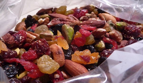 trail-mix-healthy-snacks